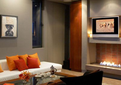 Lounge-Area-and-Fireplace